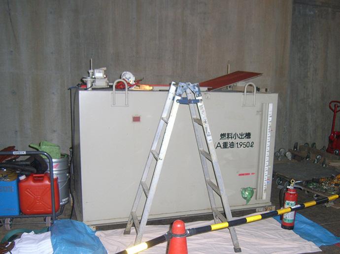 2KL重油サービスタンク脱脂洗浄工事