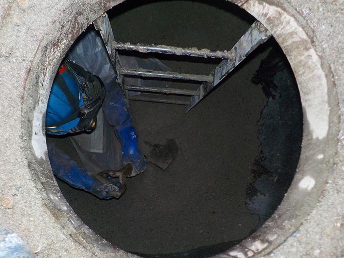 ガス焚きボイラーへの変更に伴う地下タンク廃止工事(砂入れ)